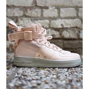 Nike SF Air Force 1 Mid Sneaker